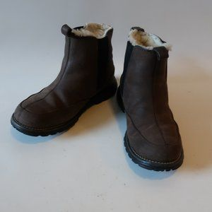 UGG 5459 NUBUCK LEATHER SHEARLING PULL-ON BOOTIE 6